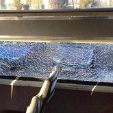 Павлодарец обматерил кондуктора и водителя, а после закидал камнями трамвай