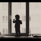 Двое детей выпали из окна 13 этажа в Алматы