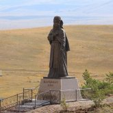 Памятник матери Великой степи установили в Карагандинской области