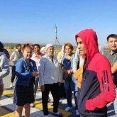 После смерти школьника возмущенные жители перекрыли дорогу в Алматинской области