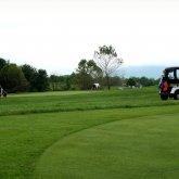 Учителей заставляли чистить поле для гольфа в Туркестанской области