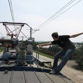 Актюбинец пытался доехать до Алматы на крыше поезда