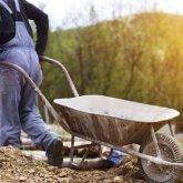 «Забрал телефон и избивал»: мужчина сбежал из трудового рабства в Караганде
