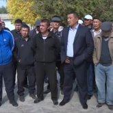 Устали пить воду из реки: жители Туркестанской области перекрыли дорогу