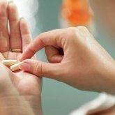 Врач рассказал об опасном последствии приема популярного витамина