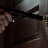 Вооруженный астанчанин заперся в квартире с тремя детьми и грозил расстрелять полицейских