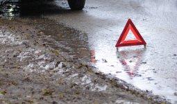 Hyundai Starex опрокинулся на трассе Шардара-Келес