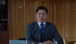 Фильм Нуртаса Адамбая про «типичного» чиновника вышел в тренды YouTube