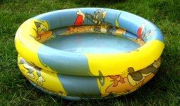 Двухлетний ребенок захлебнулся в надувном бассейне