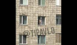 Ребенок справил нужду из окна пятого этажа в Павлодаре
