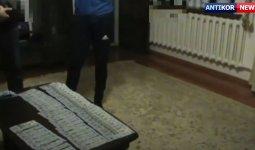 Жамбылского чиновника подозревают в получении взятки от своего зама