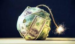 Признаки надвигающегося резкого падения доллара перечислил эксперт