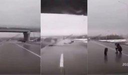 Мужчина вылетел из автомобиля, врезавшегося в мост на трассе Темиртау – Караганда