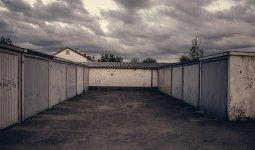 Тело пенсионера нашли в собственном гараже в Костанайской области