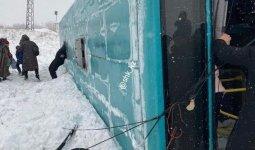 Автобус с 40 пассажирами перевернулся близ Караганды