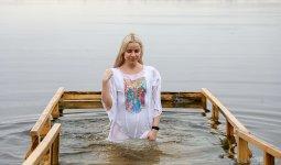 О риске заражения COVID-19 во время крещенских купаний рассказали эксперты
