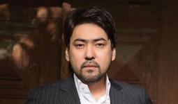 Казахстанский певец Мейрамбек Бесбаев заболел коронавирусом и оказался в реанимации