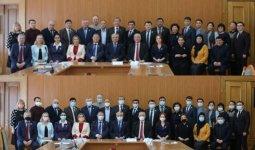 Задержали дыхание: депутатов из Семея могут наказать за коллективное фото без масок