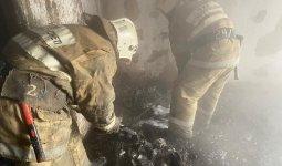Женщина выпрыгнула из окна третьего этажа в Карагандинской области