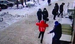 Мужчина повалил на землю и начал пинать девочку в Павлодаре