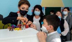 Дарига Назарбаева поговорила с родителями и детьми в Таразе