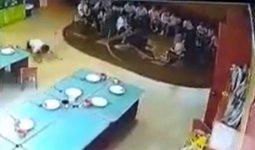 «Швырнула ребенка»: жестокое обращение с детьми в детском саду попало на видео