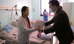 Активисты Jas Otan поздравили женщин отделения акушерства столичной городской больницы