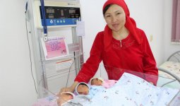 Женщина родила тройню в Туркестанской области