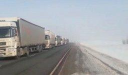 7-километровый затор из грузовиков образовался в России на границе с Казахстаном