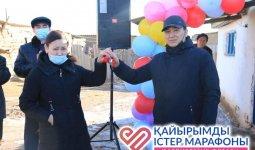 Выпускники сельской школы подарили домматери-одиночке в ЗКО