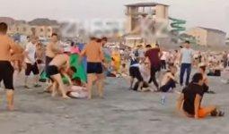 «Дикари»: массовая драка на пляже в Актау попала на видео