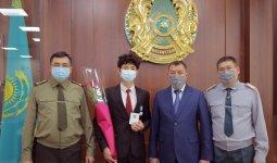 Удалось спасти три жизни: студента наградили за проявленное мужество в Алматы
