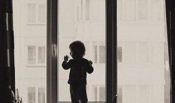 Мужчина выбросил своего 3-летнего сына из окна многоэтажки