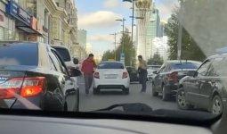 «Петушиные бои»: драку таксистов сняли на видео в Нур-Султане