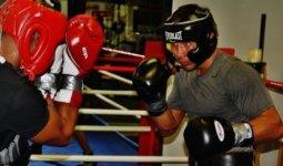 Боксер отправил Головкина в нокдаун