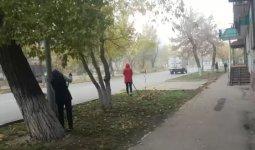 Отправивших учителей подметать улицы чиновников наказали в Семее