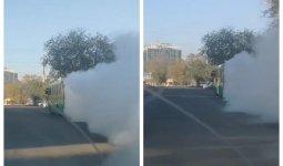 Призрачный гонщик: дымящий автобус колесит по дорогам Алматы