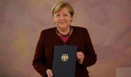 Ангеле Меркель вручили уведомление об окончании полномочий канцлера