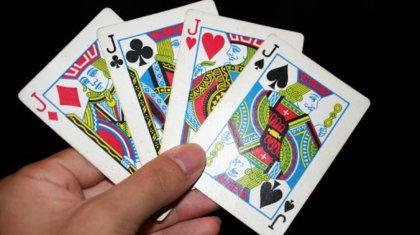 Сельский аким играл в карты на рабочем месте