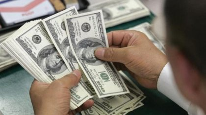 Курс доллара в пятницу вырос до 381,19 тенге