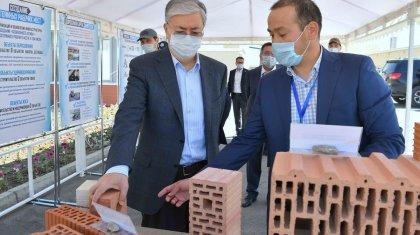 Касым-Жомарту Токаеву показали линию производства стройматериалов