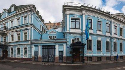 Из-за КВИ приостановят прием граждан в посольстве РК в Москве