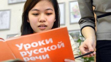 Казахстанские школьники вынуждены обучаться по российской программе – депутат