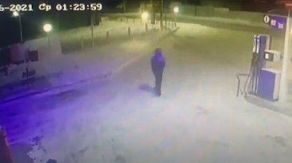 Ограбление АЗС с помощью урны попало на видео в Петропавловске