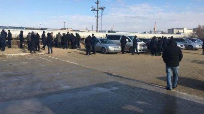 Работники буровой компании вышли на акцию протеста в Актау