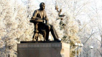 Памятники Ахмету Байтурсынову и мавзолей его отцу и брату просит построить сенатор