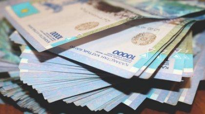 Зарплаты казахстанских госслужащих планируют повысить до 150 процентов