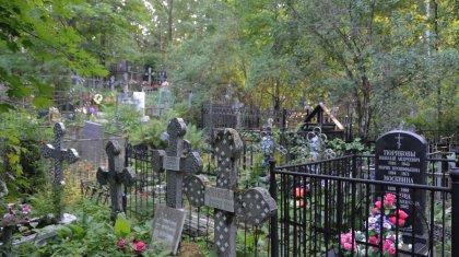 18-летняя павлодарка оголилась на кладбище ради фото