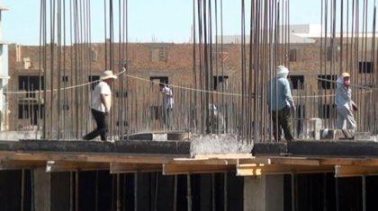 Десятки иностранцев нелегально строили школу в Шымкенте