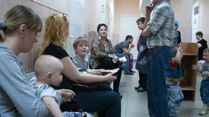 «Вы в России родились, молчите, сидите»: астанчанин наорал на посетителей поликлиники